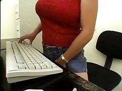 Asiatiske Sekretær Lesbisk fanget av mailman