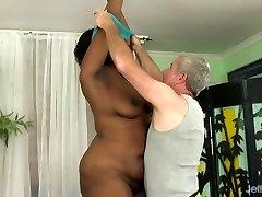 A Masseur Gives Fat Ebony Heather Mason Sex Toy Climaxes