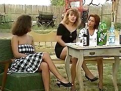 Angelica Bella and Simona Valli in Retro Gang Pulverize