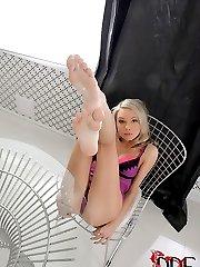 Blonde Gets Her Toes Gooey