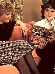 Retro lesbians doing it all