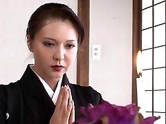 جميلة أم يابانية أريد أن اللعنة