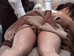 פרטי שמן עיסוי בסלון אישה נשואה 1.2 (צונזר)