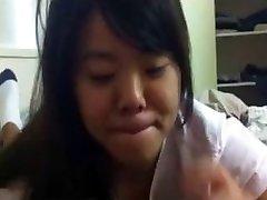 Dolce Asian Cutie Dà Un Pompino Cazzo Nero
