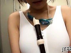 japansk skolflicka ger en ångande slag jobb jobb och tit fuck
