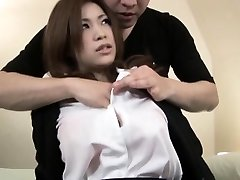 Sexy ragazza Asiatica ottiene un gusto di un cazzo duro nel suo stretto si