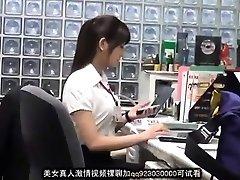 Süße asiatische Büro-Dame erpresst