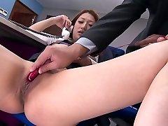 Geile Jungs ficken hot office girl mit Vibratoren bei der Arbeit
