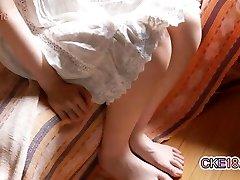 Poilu Japonais Adolescent Rase De Son Buisson