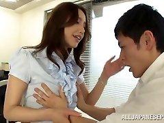 Pievilcīgs Japānas skolotāju Sayuri Honjyou begs grūti jāšanās