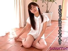 Tiny Rimu Sasahara squirts when fingered