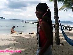 Ameteur קטן נוער הת ' ר עמוק בחוף לתת גרון עמוק