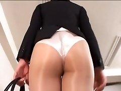 Officelady in sheer pantyhose