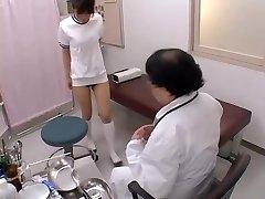 אסיה סקסי של בחורה עם ציצים מקבל אותה לחמניה אצבעות סקס סרט