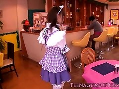 Cosplay nippon ungdoms blowbanging til bukkake
