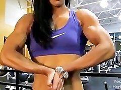 Azijske Ženske Bodybuilder Hulking Iz