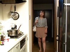 Yui Hatano and Mates in Crawling the boss wife