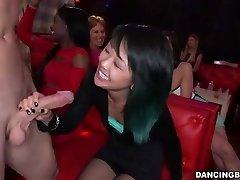 adolescenti Asiatice Femeie deepthroats Stripper