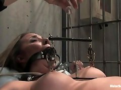 Naked beauty tied up in jail, masturbate pussy and bathed