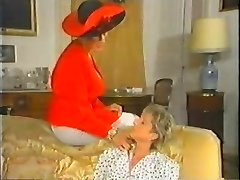 Retro Mature French Mom enjoys going knuckle deep