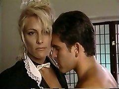 TT 소년이 그의 언로드 wad 에 금발의 섹시한중년여성 Debbie 다이아몬드