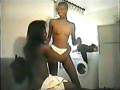 Čierna žena v domácnosti