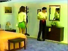 חבר במכנסיים מכות על ידי גבוה ברונטית חם השיער!
