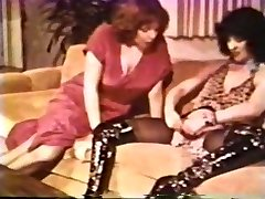 Girly-girl Peepshow Loops 612 70s and 80s - Scene 2