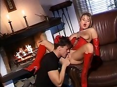 Blonde surprises her spouse and gives a good fuck