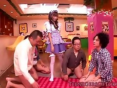 Cosplay nippon teen blowbanging, kým bukkake