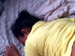 Sexe avec mon indonasian femme de ménage dans ma propre chambre. [HISTOIRE VRAIE DE SEXE PACTE]