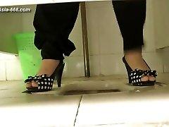 kitajski dekleta gredo na stranišče.51