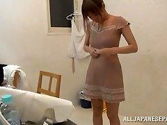 Suzu Tsubaki vroče milf v njen bikini dokazuje, njene talente