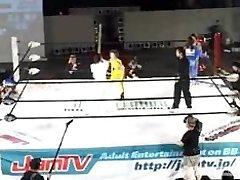 странное японское шоу Фистинг БМВ