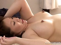 Kuum küps Asian babe Wako Anto meeldib asendis 69