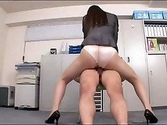 birou doamnă se bucură de penis