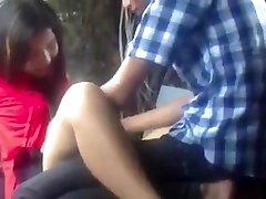 Mianmar Casal Fazendo Amor no Parque