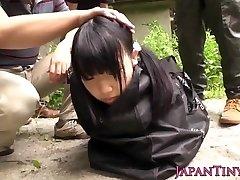 Estranho grupo japonês jogar com gozadas teen