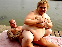 Watch BBW Amanda and her horny boyfriend get turned on by the lake view and fuck
