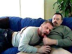 Amador - Papais brincando no sofá