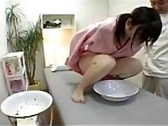 Japanese girl in a cutie salon to fall under urine test