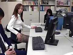 Exotische Japanse model Remi Sasaki, Ren Ayase, Miyuki Ojima, Hikaru Shiina in de Heetste secretaris, paar JAV clip