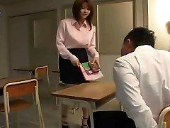 衣朝比奈-日本的性感的老师