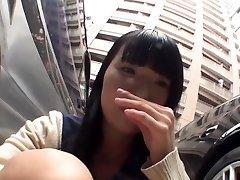 Japanske tenåringen utendørs