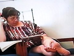 Candid Japanese Feet(looks into the camera)