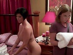 Cougar seduces masseuse