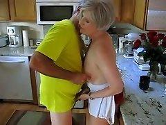 Babička v kuchyni
