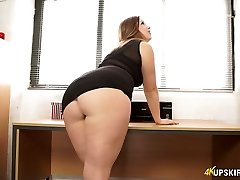 Nasty mommy with great whooty Anna Joy flashes her butt cheeks