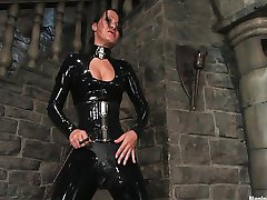 Sandra Romain spela med slav