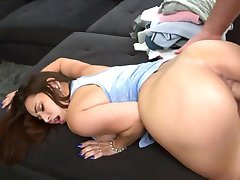 Colombian Maid Evie Olson gets her pussy cleaned